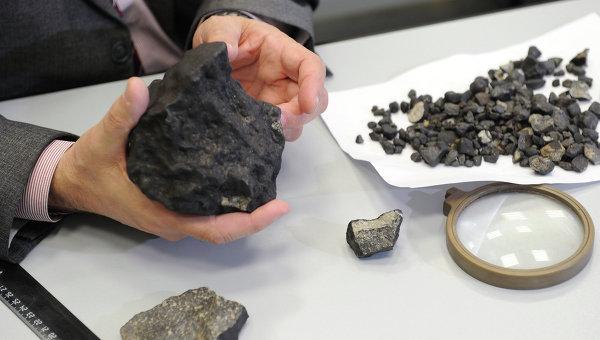 Фото распиленного челябинского метеорита (3)
