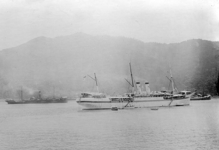 Госпитальное судно 2-й ТЭ «Орел» на стоянке в Носси-Бэ