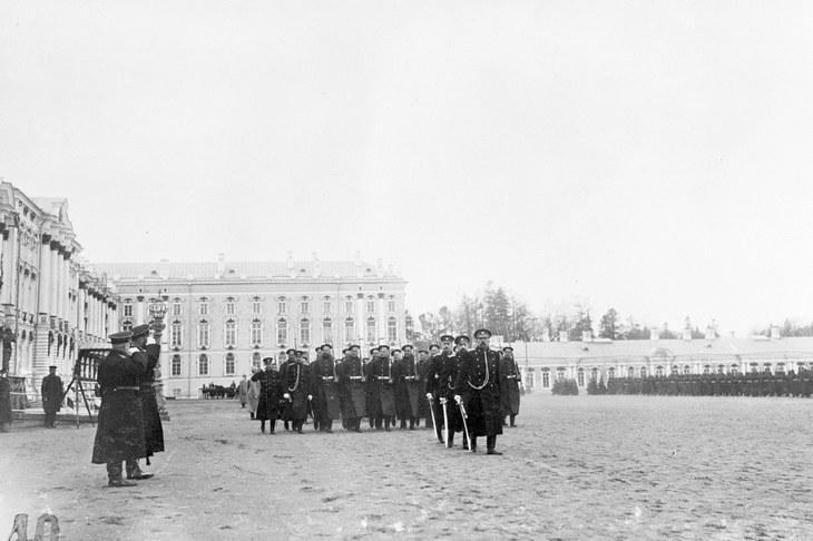 Парад Гвардейского флотского экипажа на строевом плацу в 1908 году