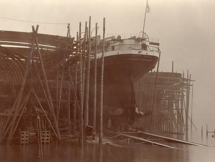 Пароход «Россия» на стапеле перед спуском. 06.03.1908г.