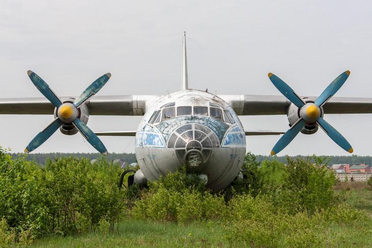 Заброшенный АН-10 изнутри (1)