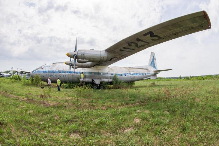 Заброшенный АН-10 изнутри (2)