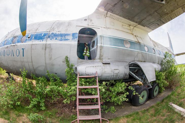 Заброшенный АН-10 изнутри (3)