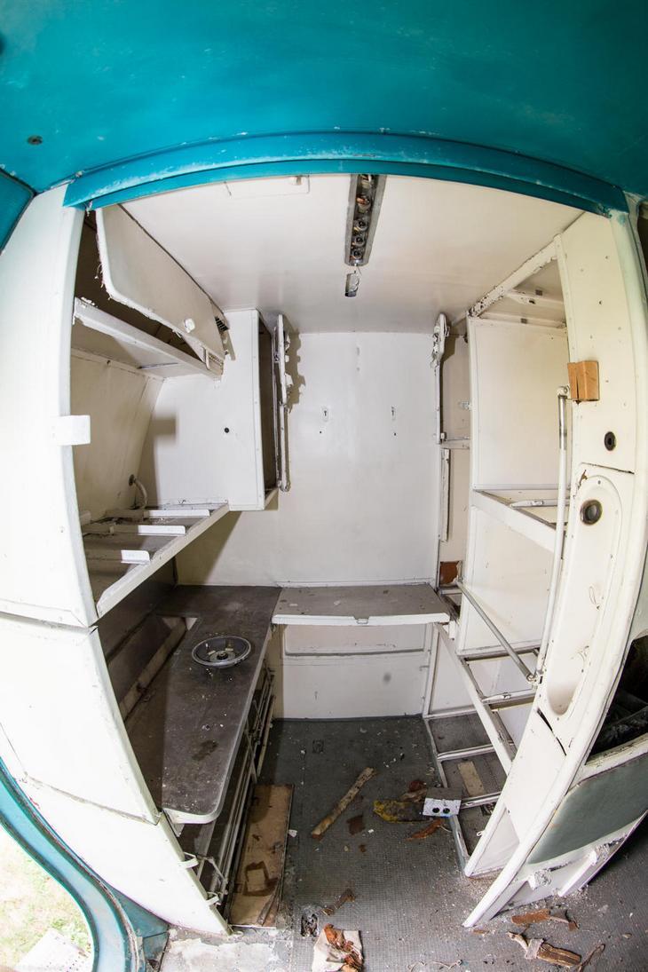 Заброшенный АН-10 изнутри (5)
