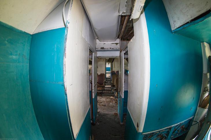 Заброшенный АН-10 изнутри (6)
