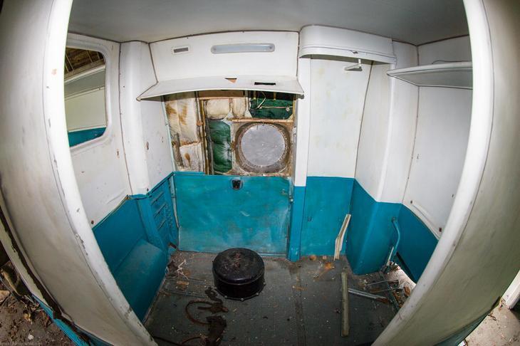 Заброшенный АН-10 изнутри (7)