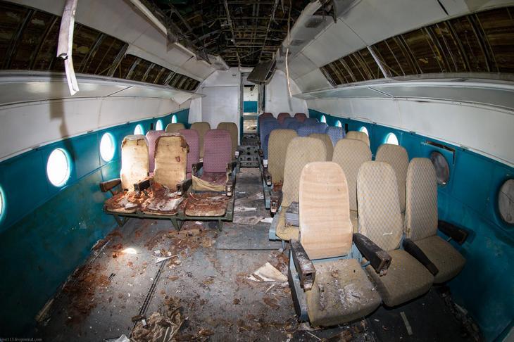 Заброшенный АН-10 изнутри (8)