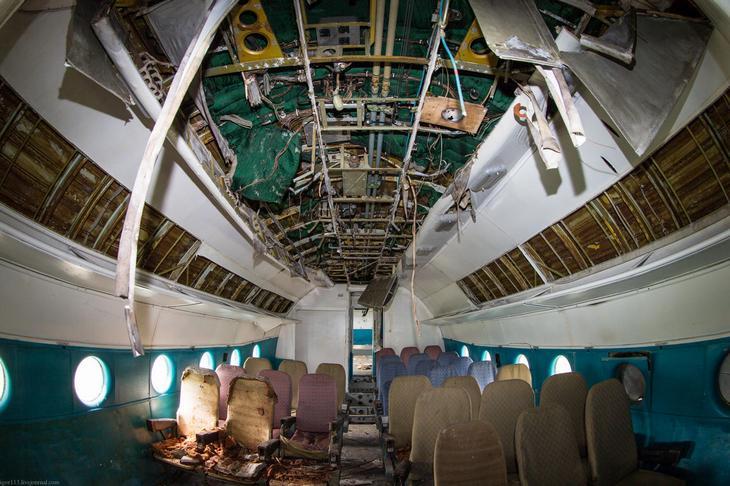 Заброшенный АН-10 изнутри (9)