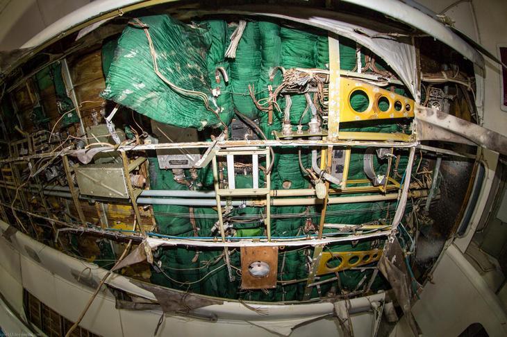 Заброшенный АН-10 изнутри (11)