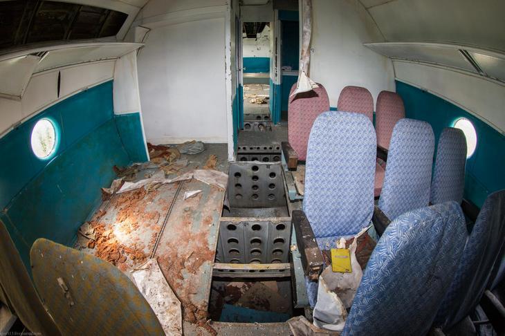 Заброшенный АН-10 изнутри (12)