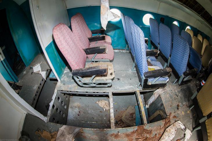 Заброшенный АН-10 изнутри (13)