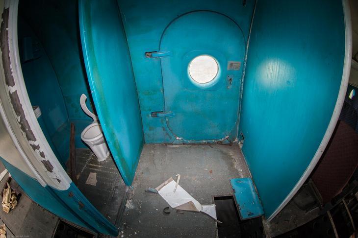 Заброшенный АН-10 изнутри (14)