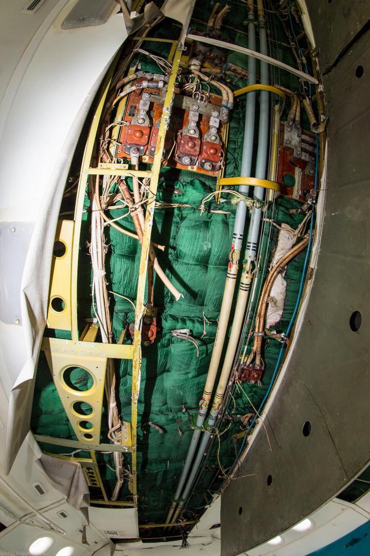 Заброшенный АН-10 изнутри (17)