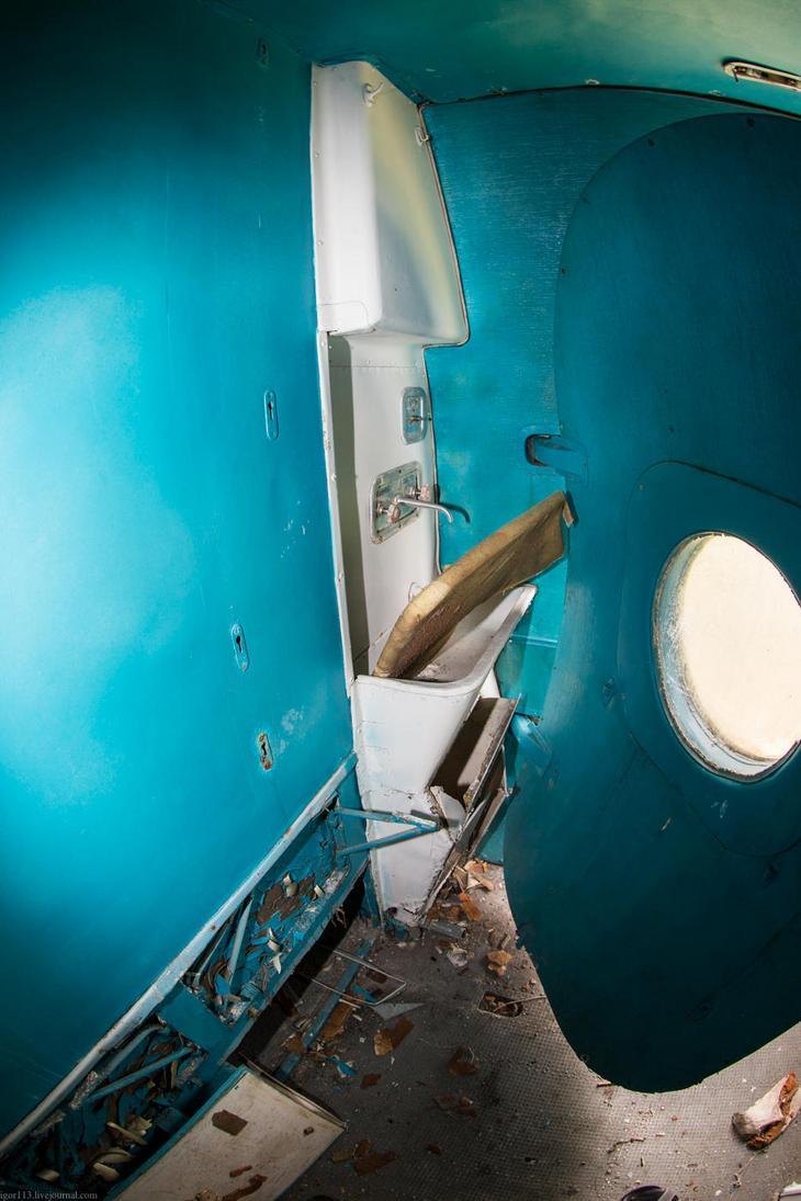 Заброшенный АН-10 изнутри (19)
