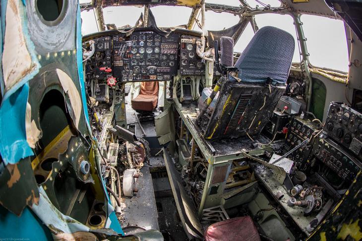 Заброшенный АН-10 изнутри (21)