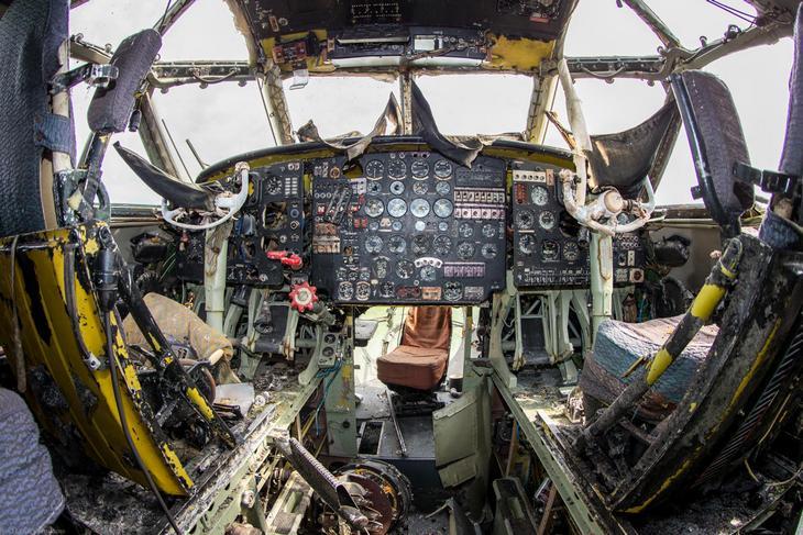 Заброшенный АН-10 изнутри (23)