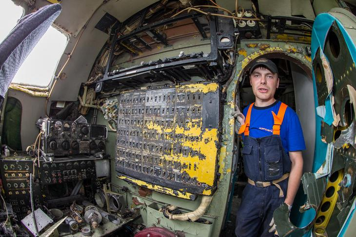Заброшенный АН-10 изнутри (24)