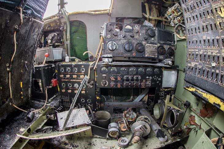 Заброшенный АН-10 изнутри (26)