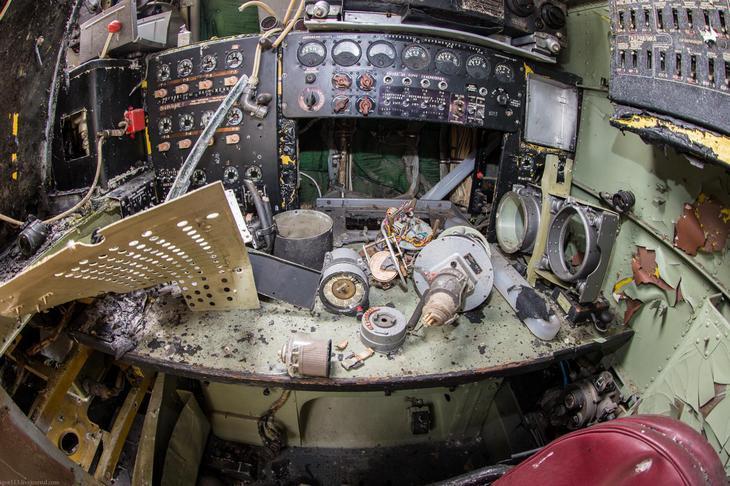 Заброшенный АН-10 изнутри (27)