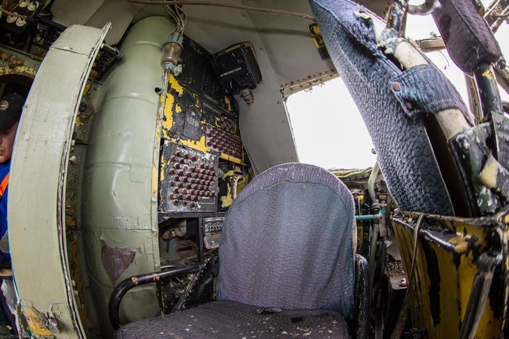 Заброшенный АН-10 изнутри (28)