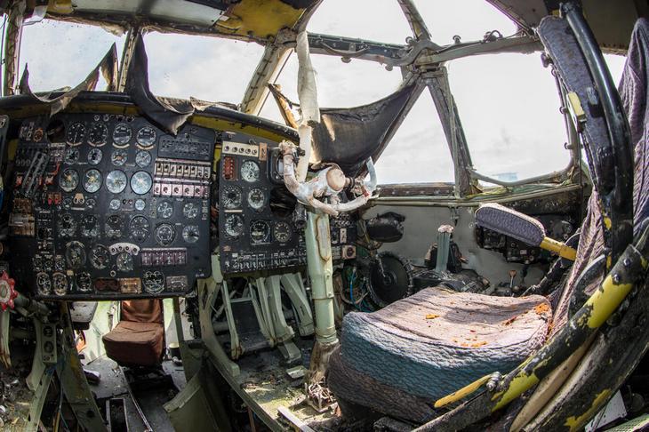 Заброшенный АН-10 изнутри (29)