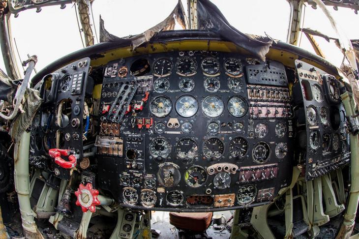 Заброшенный АН-10 изнутри (30)