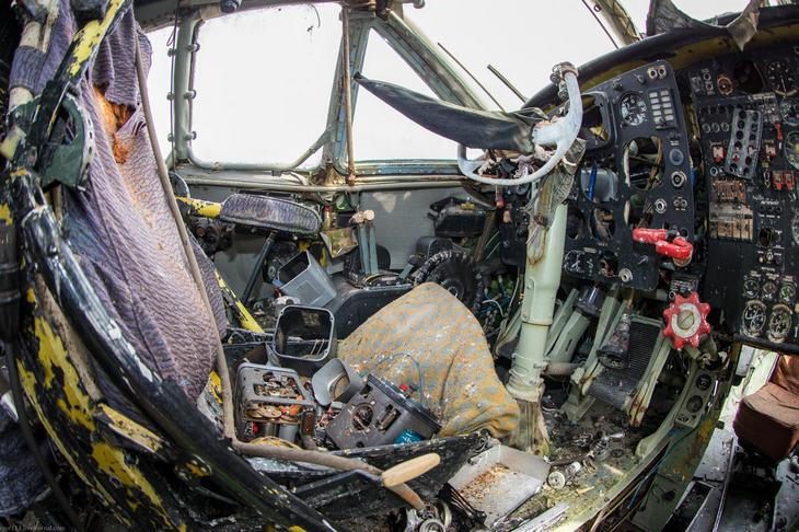 Заброшенный АН-10 изнутри (31)
