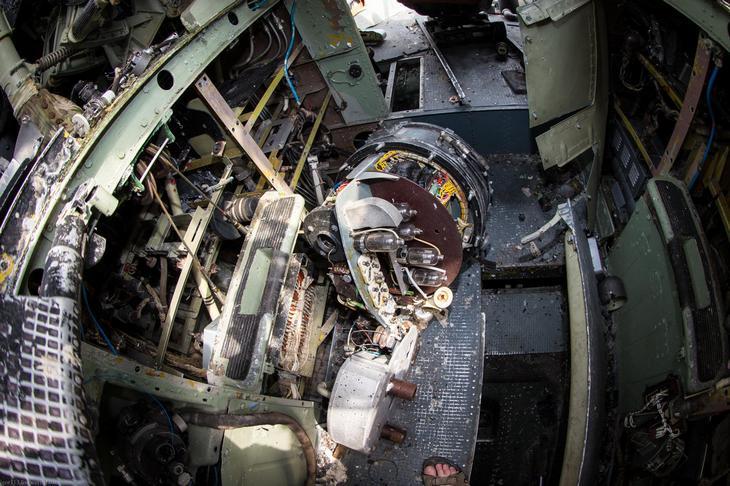 Заброшенный АН-10 изнутри (33)