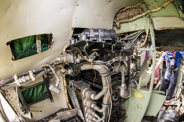 Заброшенный АН-10 изнутри (35)