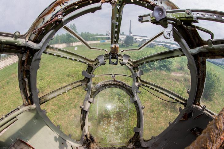 Заброшенный АН-10 изнутри (36)