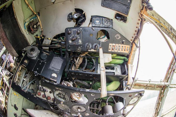 Заброшенный АН-10 изнутри (37)