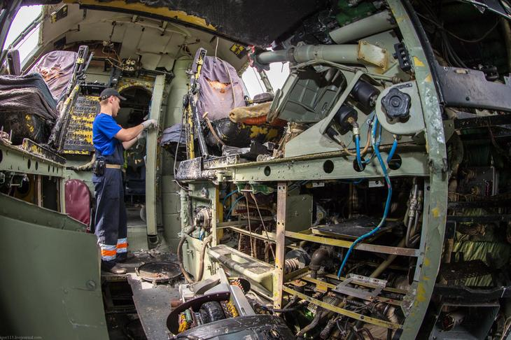 Заброшенный АН-10 изнутри (38)