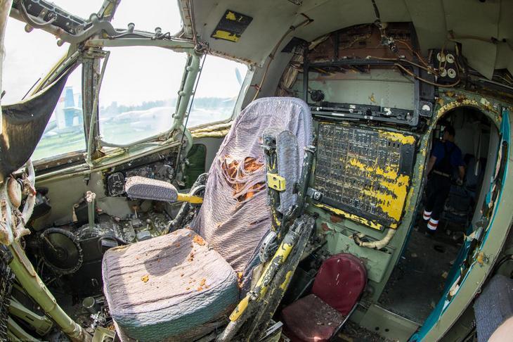 Заброшенный АН-10 изнутри (40)
