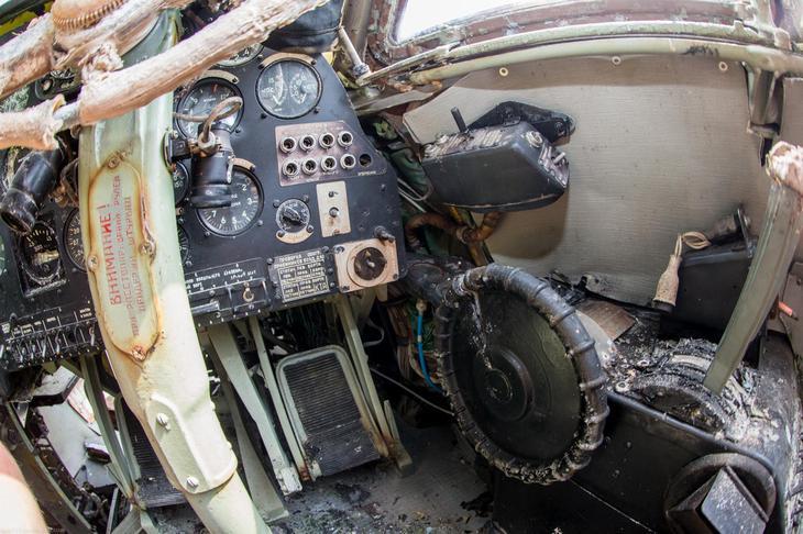 Заброшенный АН-10 изнутри (41)