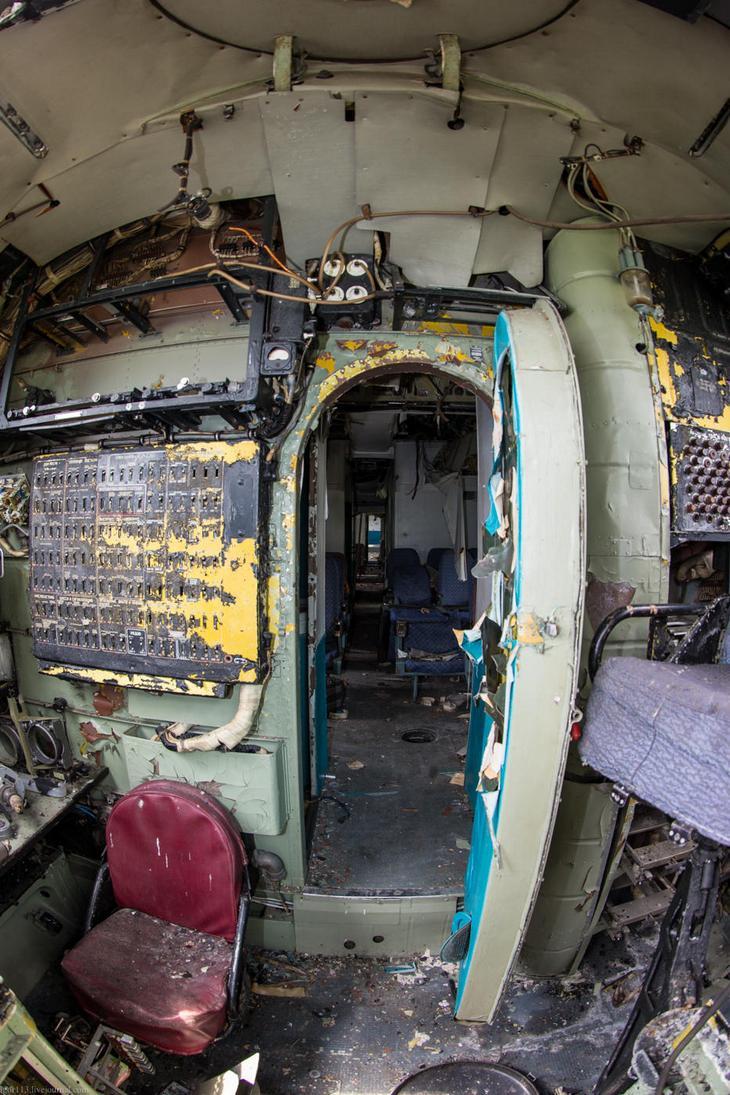 Заброшенный АН-10 изнутри (44)