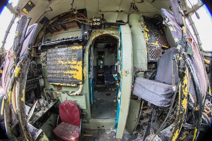 Заброшенный АН-10 изнутри (45)