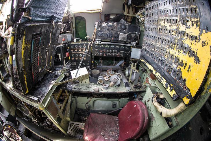 Заброшенный АН-10 изнутри (46)