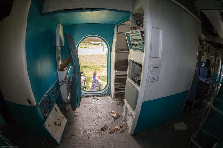 Заброшенный АН-10 изнутри (47)