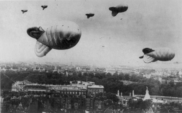 Зачем во время войны над Москвой поднимали аэростаты (1)