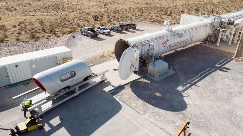 Virgin Hyperloop провела испытания с людьми в капсуле