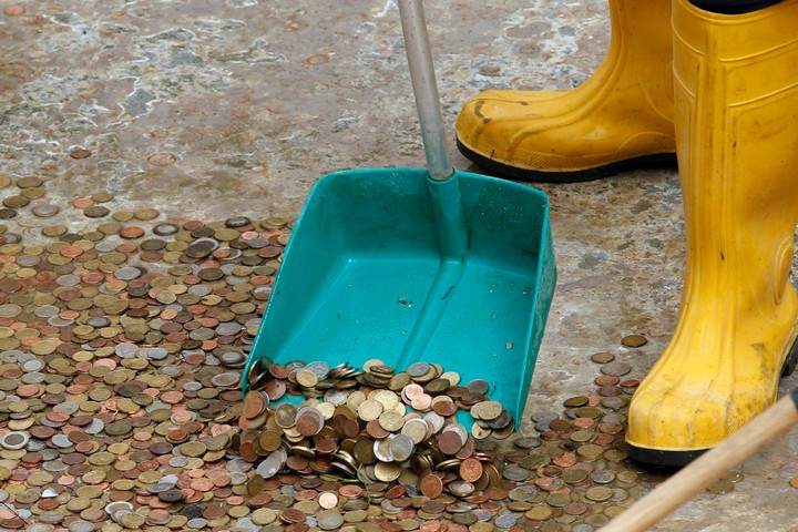 Традиция бросать деньги в фонтан